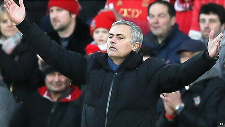 Chelsea manager Jose Mourinho appeals to referee
