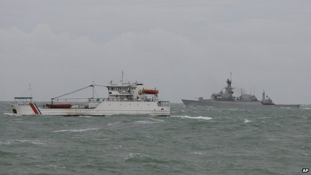 "Tender vessel KN Andromeda, left, sails next to Indonesian Navy""s KRI Bung Tomo during a search mission for the victims of AirAsia Flight 8501 in the Java Sea, Indonesia (31 December 2014)"