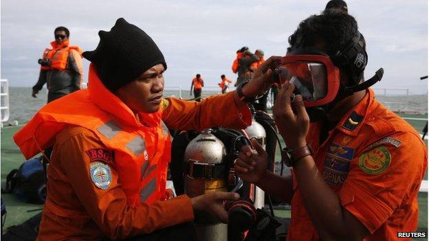 Divers put on gear on board SAR ship Purworejo (2 Jan 2015)