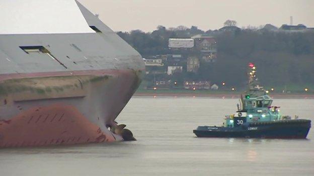 Hoegh Osaka run aground in Solent
