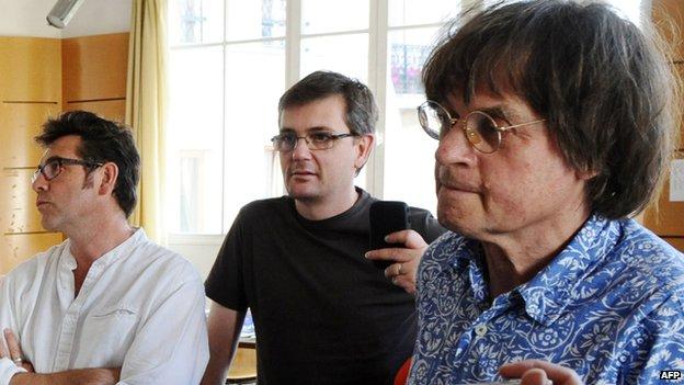 Charb (κέντρο) με τους συναδέλφους Γελοιογράφων Tignous (αριστερά) και Cabu το 2011