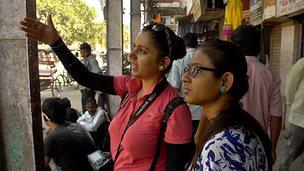 Taking a tour round Delhi