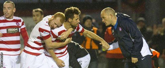 Alex Neil passes on instructions to Hamilton''s top-scorer Tony Andreu after a goal