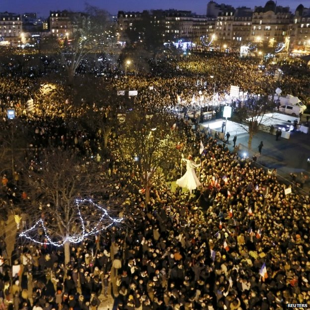 Hundreds of thousands of French citizens taking part in the solidarity march