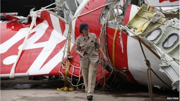 Airbus investigator by tail section of plane in Pangkalan Bun (12 Jan 2015)