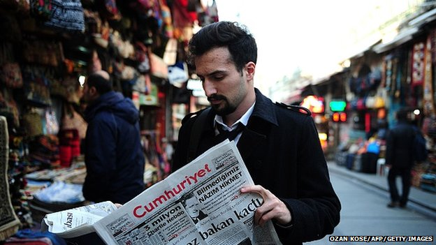 A picture of a man in Turkey reading a copy of Cumhuriyet newspaper