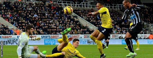 Yoan Gouffran scores for Newcastle against Southampton
