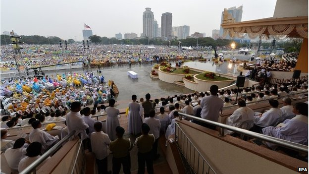 Pope Francis leads Mass at Quirino grandstand in Rizal Park.