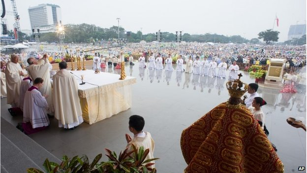 Pope Francis celebrates a Mass at Rizal Park
