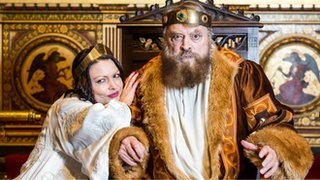 BBC News - Brian Blessed collapses on stage - but returns to finish show