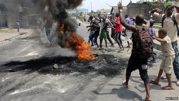 Demonstrators burn tyres to set up barricades during a protest in the Democratic Republic of Congo's capital Kinshasa on 20 January 2015