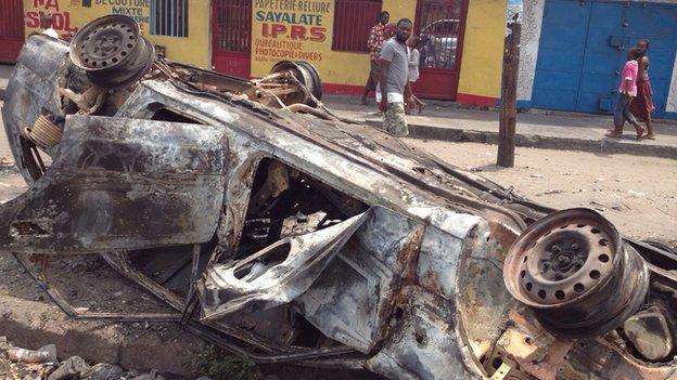 Burnt car in Kinshasa (21 January 2015)