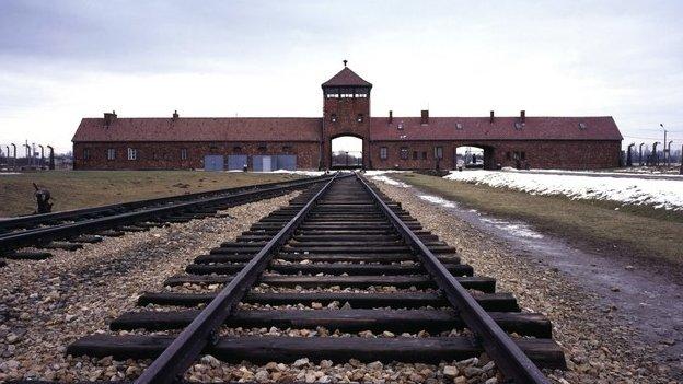 80480763 80480761 - Poland-Russia row sours Auschwitz commemoration