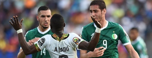 Nabil Bentaleb, Ishak Belfodil and Emmanuel Badu square up to each other