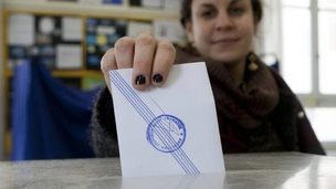A Greek woman drops her vote into the ballot box at a polling station in Thessaloniki, Greece, 25 January 2015
