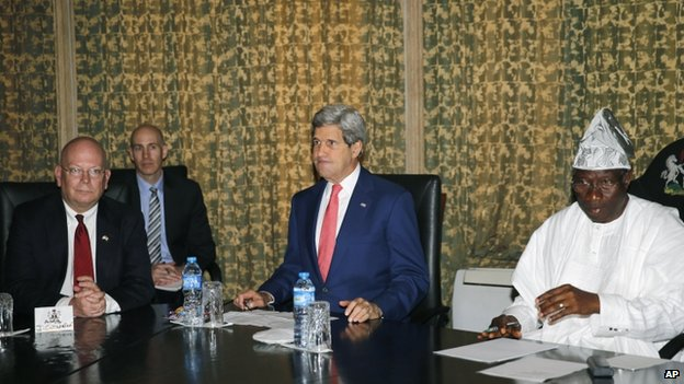 US Ambassador to Nigeria James Entwistle (left), US Secretary of State John Kerry (centre) sit beside Nigerian President Goodluck Jonathan at the State House in Lagos