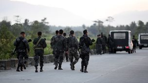 Government troops arrive in Mamasapano, Maguindanao Province, Philippines (25 Jan 2015)