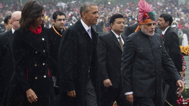 Indian Prime Minister Narendra Modi (R) escorts US President Barack Obama (C) and First Lady Michelle Obama (L) as they arrive to attend India's Republic Day Parade in New Delhi on January 26, 2015