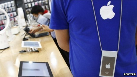 Staff at one fake Apple store in Kunming were dressed to resemble staffers at the genuine stores