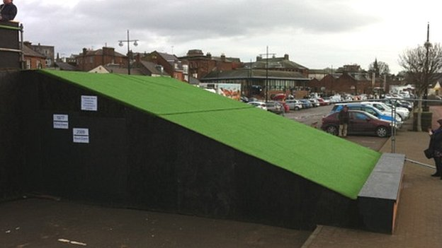 Flood barrier