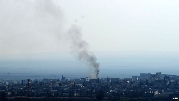 Smoke rises from northern Syrian town of Kobane (26 January 2014)
