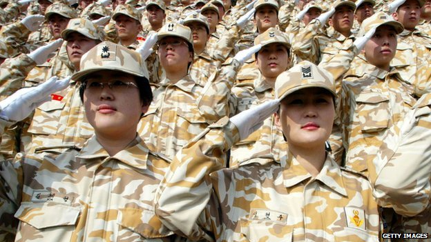 Female South Korean soldiers saluting