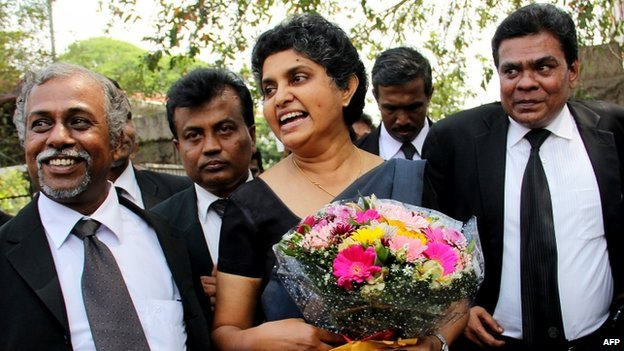Sri Lanka's former chief justice Shirani Bandaranayake (C) arrives at the Supreme Court complex in Colombo, 28 January 2015