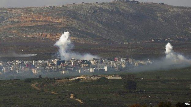 Smoke rises from the village of Ghajar on the Israeli-Lebanese border (28 January 2015)