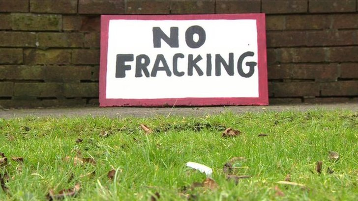 "A sign saying ""No Fracking"""