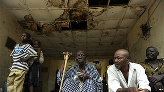 Nigerian seeking refuge in army barracks after the violence after the April 2011 elections