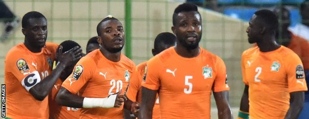 Ivory Coast players celebrate Gradel's goal