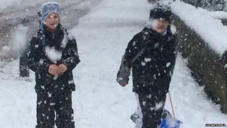 Snowy walk in Sheffield
