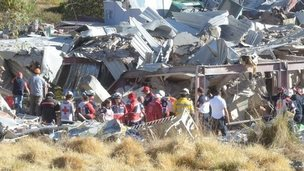 Rescuers work amid the wreckage caused by an explosion in a hospital in Cuajimalpa, Mexico City, on January 29, 2015