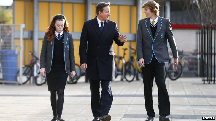 David Cameron walking with two schoolchildren