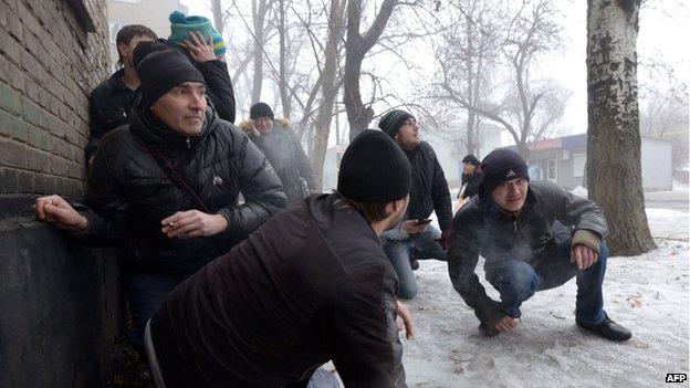 Donetsk civilians caught in shelling, 30 Jan 15