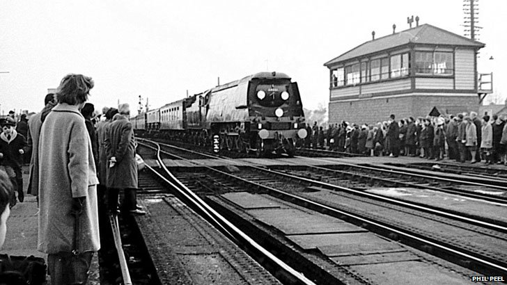 Sir Winston Churchill funeral train arrives at Oxford