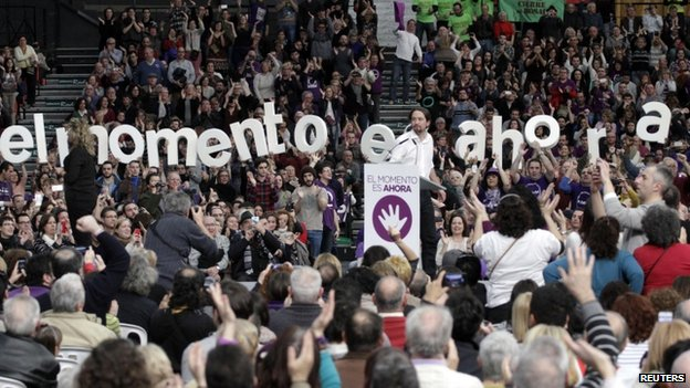 Podemos supporters cheer Pablo Iglesias at a party meeting in Valencia (25 January 2015)