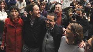 Podemos leader Pablo Iglesias (2nd on the left) with party candidates in Sevilla (17 January 2015)