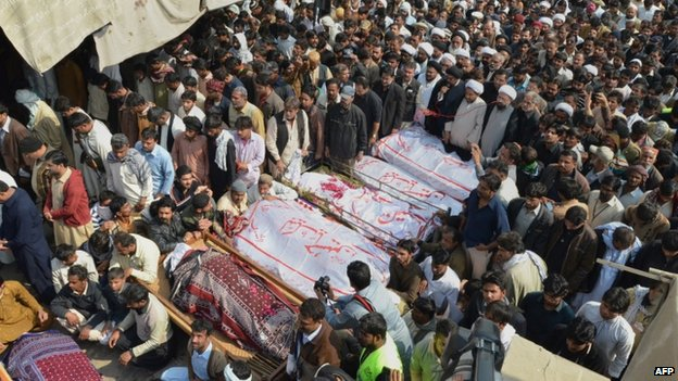 80693789 025668801 1 - Pakistan mosque blast: Mass funeral for Shia victims