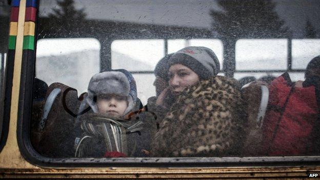Civilians flee Debaltseve (1 Feb)