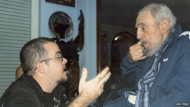 Former Cuban President Fidel Castro talks to Randy Perdomo during a meeting in Havana in a picture released on 2 February 2015