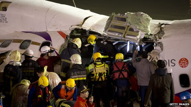 80789175 462745436 - Taiwan  Trans  Asia Plane  Crashes Into  River