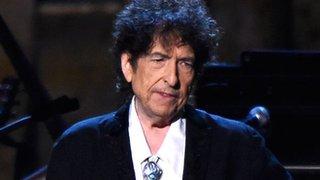 BBC News - Bob Dylan takes on critics in acceptance speech