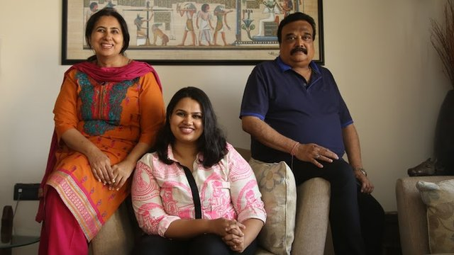 Pooja Dhingra with her parents