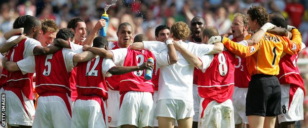 Arsenal celebrate in 2004