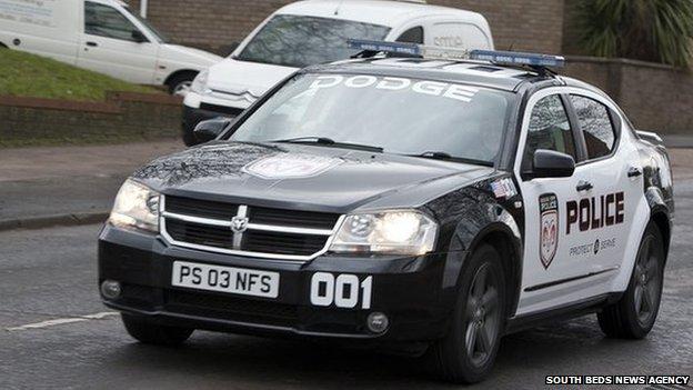_81032100_sbna_policecarschoolrun10.jpg
