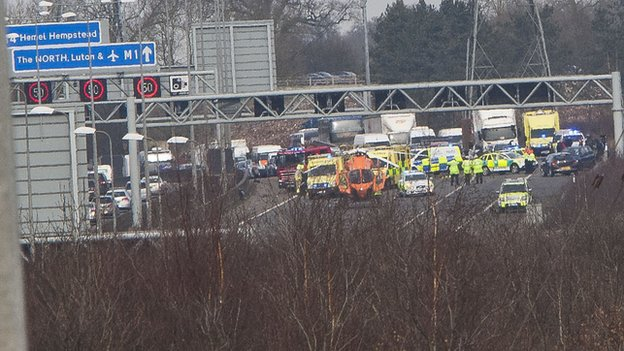 Bbc News M1 Southbound Closed As Two Injured In Serious