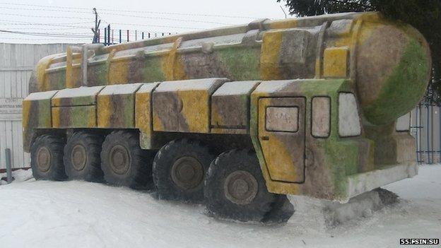 The missile launcher snow sculpture