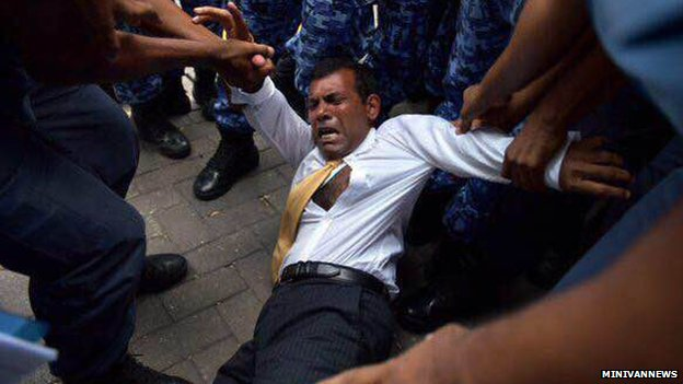 Mohamed Nasheed being taken to the Criminal Court in Male, 23 Feb 2015