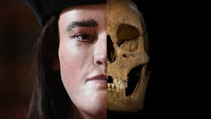 Richard III face and skull